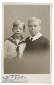 Portret van twee jongens, waarschijnlijk Auguste van Lennep (1902-1962) en Maurits Alexander van Lennep (1908-1998)