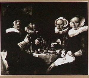Twee mannen en twee vrouwen rond een eettafel