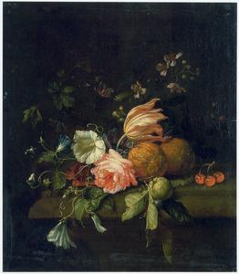 Bloemen en vruchten op een stenen tafel