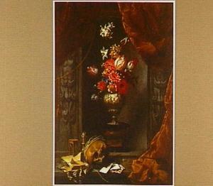 Vanitasstilleven met vaas met bloemen in een nis