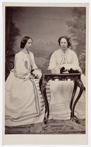 Dubbelportret van Marie van Oranje- Nassau (1841-1910) en Louise van Oranje-Nassau (1828-1871)