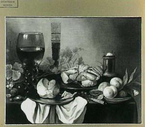 Stilleven met krab, perzikken, zoutvat en brood