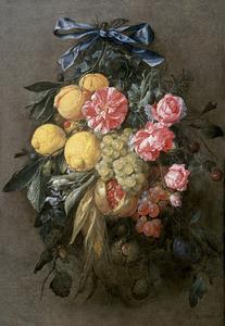 Festoen van bloemen en vruchten met een blauwe strik