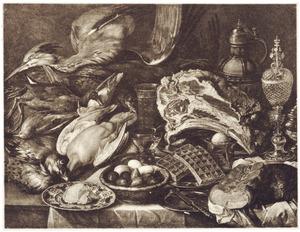 Stilleven met jachtbuit, eieren, gebak en drinkgerei op een tafel met een wit laken