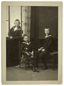 Portret van Willem Frederik del Campo Hartman (1898-?), Adolph George Hartman (1900-?) en Cornelis jacobus Hartman (1903-?)
