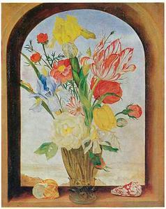 Bloemen in een roemer, geflankeerd door schelpen, in een venster