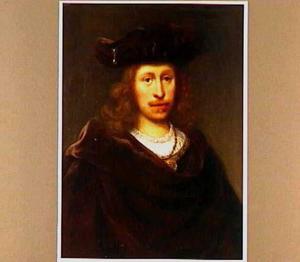 Portret van een man met baret en cape