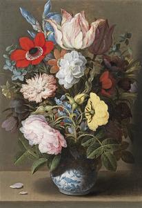 Bloemen in een vaas van porselein
