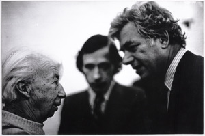 Portret van Willem Sandberg met Eddy de Wilde en S.H. Levie