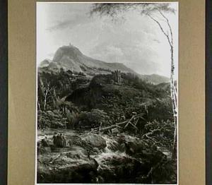 Berglandschap met ruïne, een waterval en een brug met beladen ezels en figuren