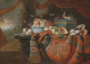 Stilleven met een kreeft, vruchten, en oesters en glazen op een gedekte tafel
