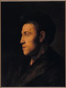 Portret van een jonge man met bontkraag