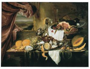 Stilleven met oesters, vruchten en een ham