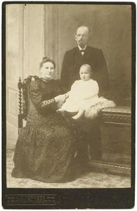 Portret van Gerardus v.d. Boom (?-?), F. Pott (?-?) en hun kind