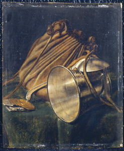 Stilleven met een beurs, een liggende zilveren beker, een lepel en munten op een tafel
