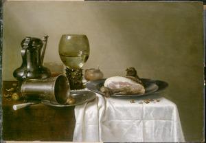 Stilleven met een Jan Steen-kan, drinkgerei en een ham