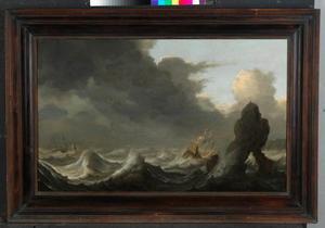 Schepen in een storm in moeilijkheden voor een rotsachtige kust