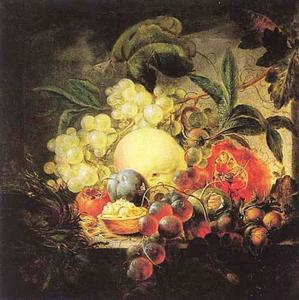 Stilleven met vruchten, bloemen en een vogelnest op een stenen plint