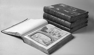 Vier albums bedoeld om kasteeltekeningen van Abraham Rademaker in te monteren