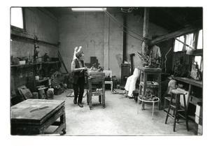 Pearl Perlmuter in haar atelier