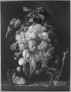 Festoen van vruchten met een crucifix, brood, wijn en reptielen