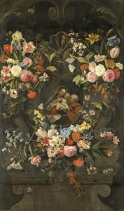 Bloemen rondom een stenen cartouche met een afbeelding van de Heilige Familie
