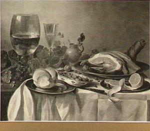 Stilleven met gebraad, glaswerk en mosterdpot