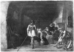 Kaartspelende soldaten in een wachtlokaal