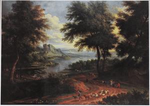 Uitgestrekt rivierlandschap met herders en vee