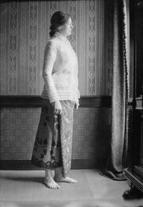 Portret van een vrouw in sarong