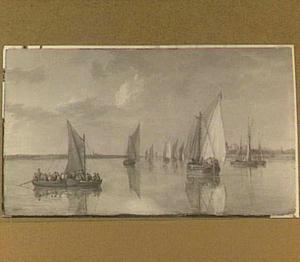 Riviergezicht bij kalm weer met verschillende schepen en rechts een dorp