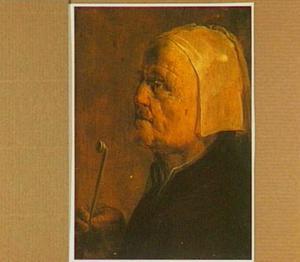 Tronie van een oude vrouw met pijp in profiel
