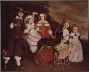 Groepsportret van vijf kinderen met een door een impala getrokken bokkenwagen