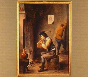 Interieur met pijprokende man bij een haardvuur