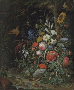 Bloemen met vogels, insecten, kikkers en een muis bij een beekje in een bos