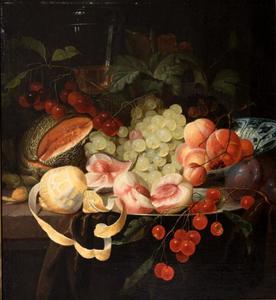 Stilleven met vruchten en een dekselglas