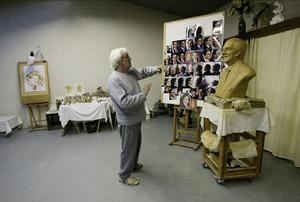 Kees Verkade in zijn atelier