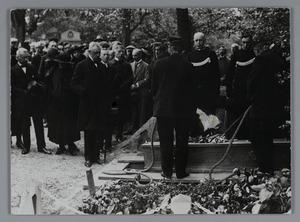 Begrafenis van G.H. Breitner op de Oosterbegraafplaats te Amsterdam, 8 juni 1923