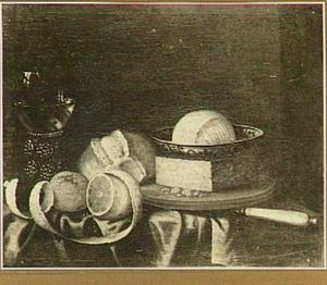 Stilleven met brood, citroen, boter en roemer