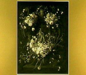 Bloemen om een cartouche met de sculptuur van een Pietà