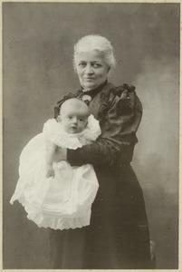 Portret van Dorothea Wilhelmina Beukman van der Wijck (1841-1917) en Johannes Hendrik Otto (Bob) graaf van den Bosch (1906-?)