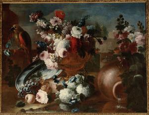Stilleven met rozen, klimmende winde, sneeuwballen en andere bloemen in een vaas  met een papegaai en een landschap als achtergrond