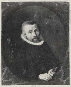 Portret van een man, met handschoenen in zijn hand
