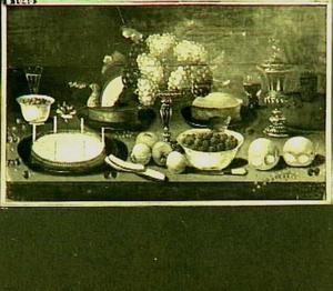 Stilleven met vruchten en zilverwerk