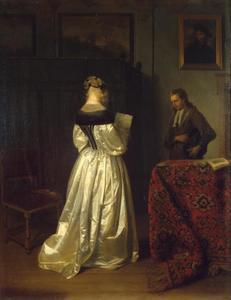 Jonge brief lezende vrouw en een bode in een interieur