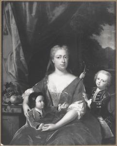 Portret van Agneta Magdalena Bachman (1715-1737) en haar zoons Meinard van Visvliet (1735-1799) en Egbert Philip van Visvliet (1736-1799)