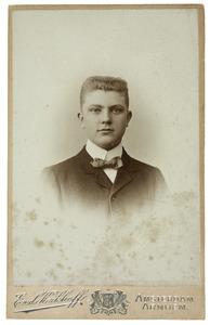 Portret van een jongeman genaamd Willem Cornelis Doyer (1887-1959)