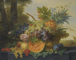 Stilleven van vruchten in een mand, op een stenen tafel voor een landschap