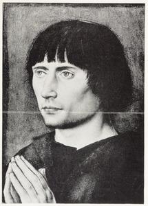 Portret van een man met gevouwen handen