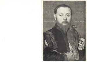 Portret van een 28-jarige man met een valk